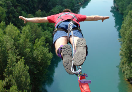 10499254-bungee-jumping