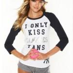 hot girl kiss yankees