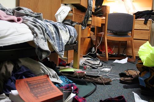 messy-dorm