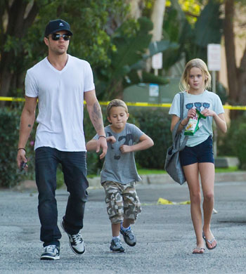 The Campus Diva Presents: 10 of Hollywood's Hottest Dads ... Ryan Phillippe Children