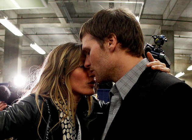 tom-brady-gets-consolation-hug-from-gisele-bundchen-after-super-bowl-loss